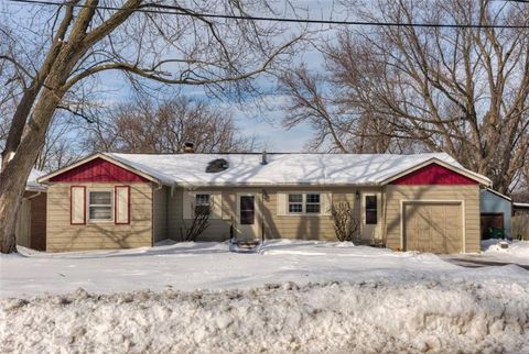 Photo of 1414 68th St, Windsor Heights, IA 50324