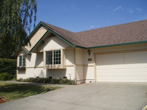 Photo of 901 Wood Sorrel Dr, Petaluma, CA 94954