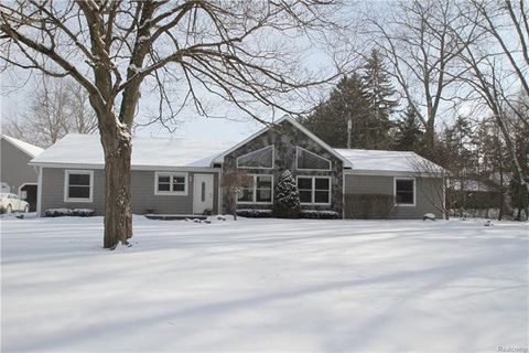 Photo of 1845 S Sashabaw Rd, Ortonville, MI 48462