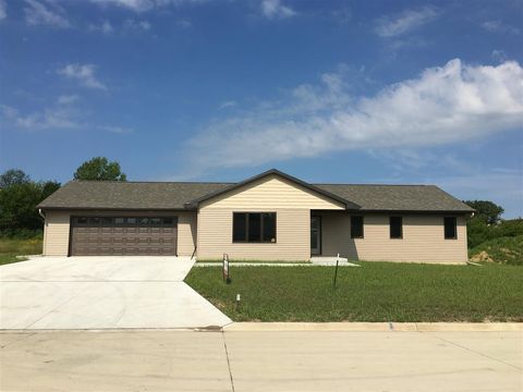 417 Meadow Ln, Charles City, IA 50616
