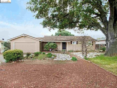 Photo of 1065 W Cypress Rd, Oakley, CA 94561