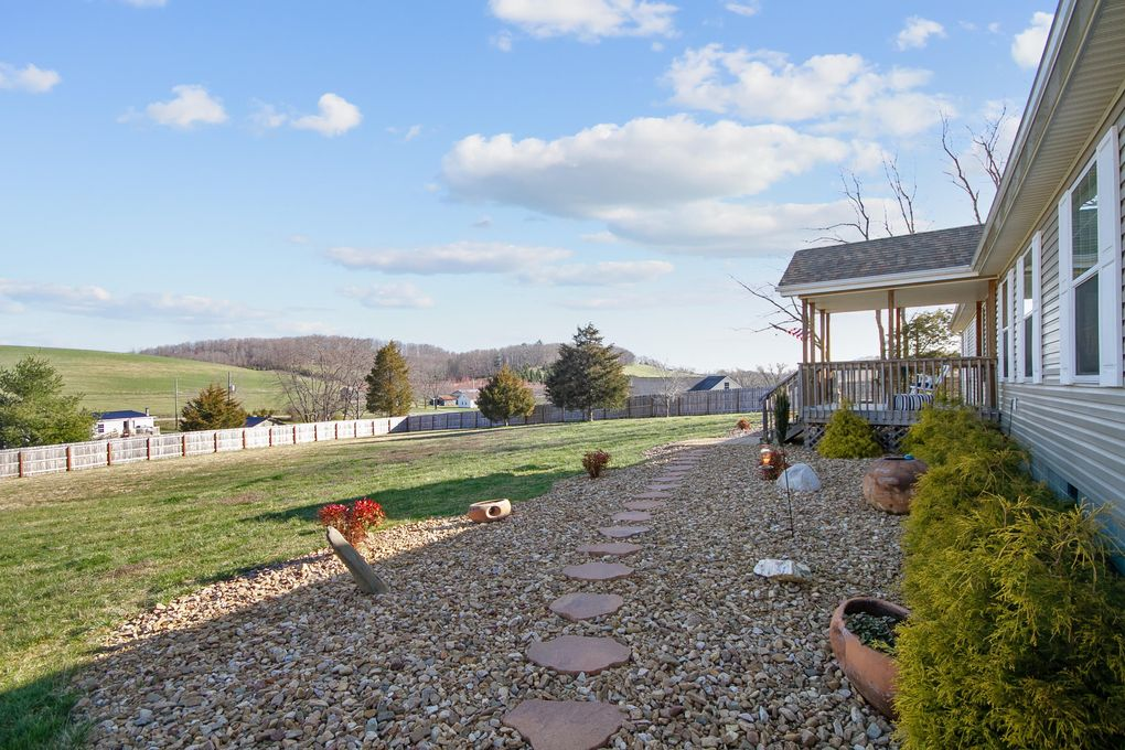 7678 Little River Dam Rd, Radford, VA 24141