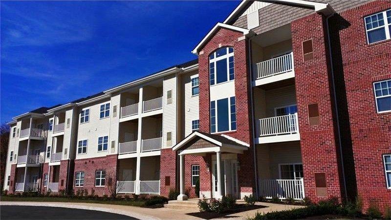 2535 Boyce Plaza Rd Apt 101, Upper Saint Clair, PA 15241