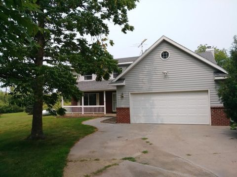 Photo of 6075 409th Ave Nw, Dalbo, MN 55017