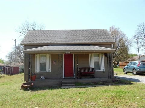 Photo of 1217 E Moses St, Cushing, OK 74023