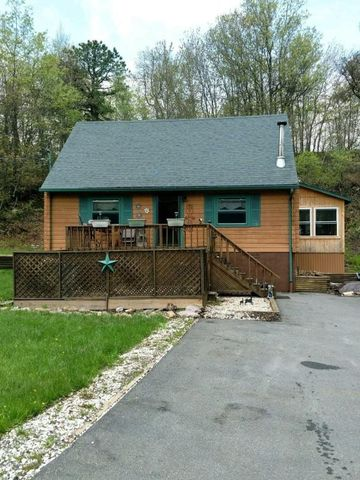 1295 Glade Dr, Long Pond, PA 18334