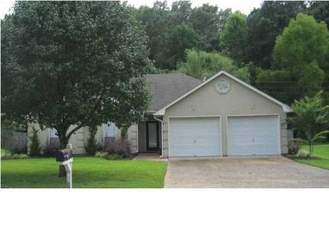Photo of 207 Azalea Cir, Madison, MS 39110