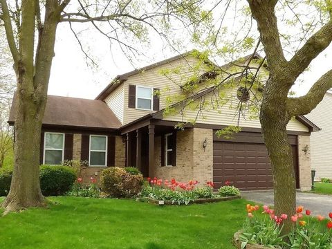 341 Wooded Knoll Dr, Cary, IL 60013