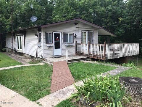 8540 W Montgomery Rd, Camden, MI 49232