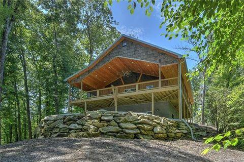 124 River Rock Rd, Horse Shoe, NC 28742