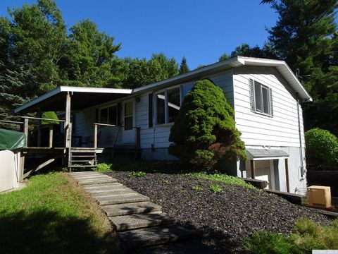 570 Snydertown Rd, Craryville, NY 12521