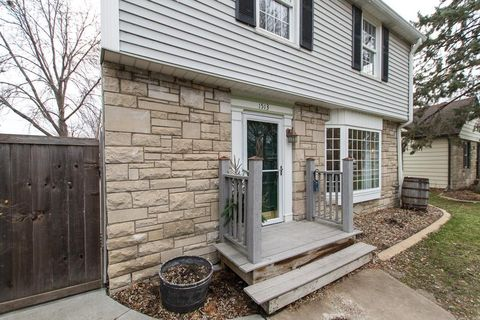 1513 California Ave W, Falcon Heights, MN 55108