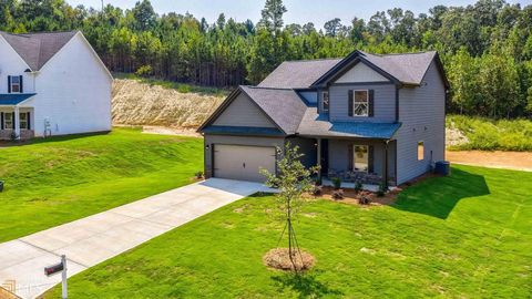 Photo of 179 Huntington Manor Ct, Cornelia, GA 30531