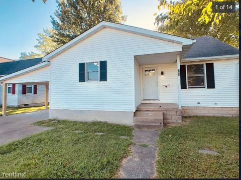 Photo of 303 S 3rd St, Marion, IL 62959