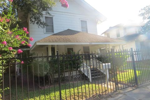 Photo of 7021 Ave, Houston, TX 77011