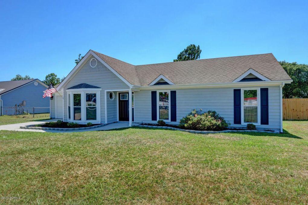 638 Sandridge Rd, Hubert, NC 28539