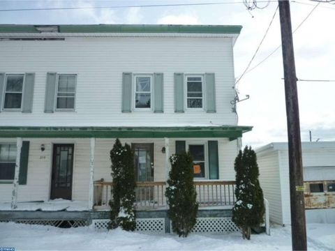 213 Center St, Aristes, PA 17920