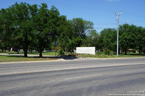 1037 W Court St Unit B1, Seguin, TX 78155