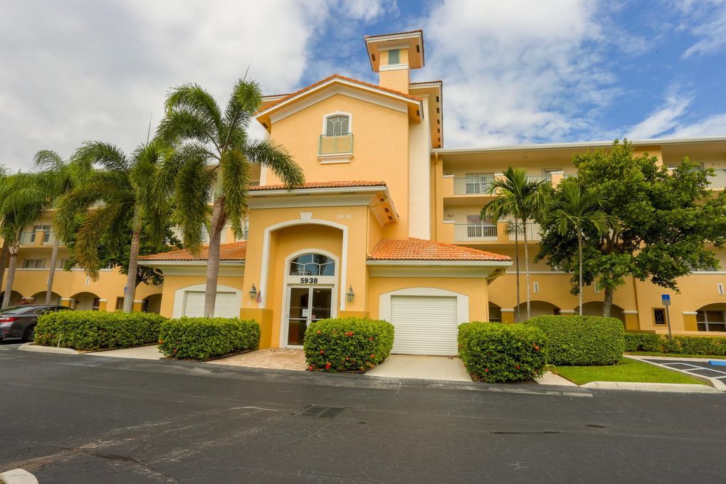5938 Crystal Shores Dr Apt 302, Boynton Beach, FL 33437