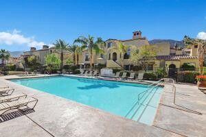 240 Villorrio Dr W Palm Springs, CA 92262