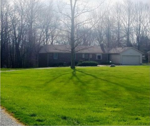 10584 Cyntheanne Rd, Fortville, IN 46040