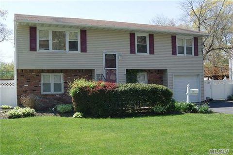 94 Herbert St, Islip, NY 11751