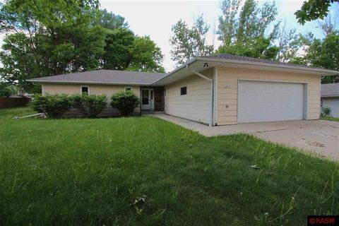 Photo of 212 Lakeview Dr, Eagle Lake, MN 56024
