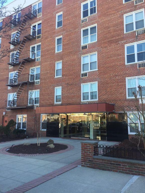 210-50 41st Ave Unit 5 M, Bayside, NY 11361