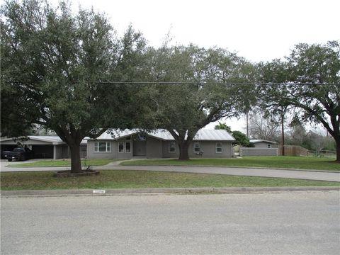 Photo of 1314 Houston St, George West, TX 78022
