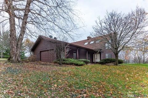 605 S Valley Hill Rd, Bull Valley, IL 60098