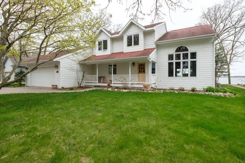 2111 Browns Bay Ave, Milford, IA 51351