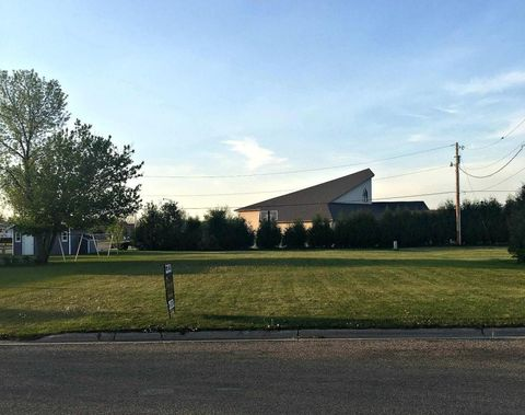 207 4th Ave, Northwood, ND 58267