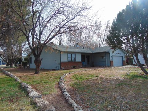 3817 E Lake Shore Dr, Rimrock, AZ 86335