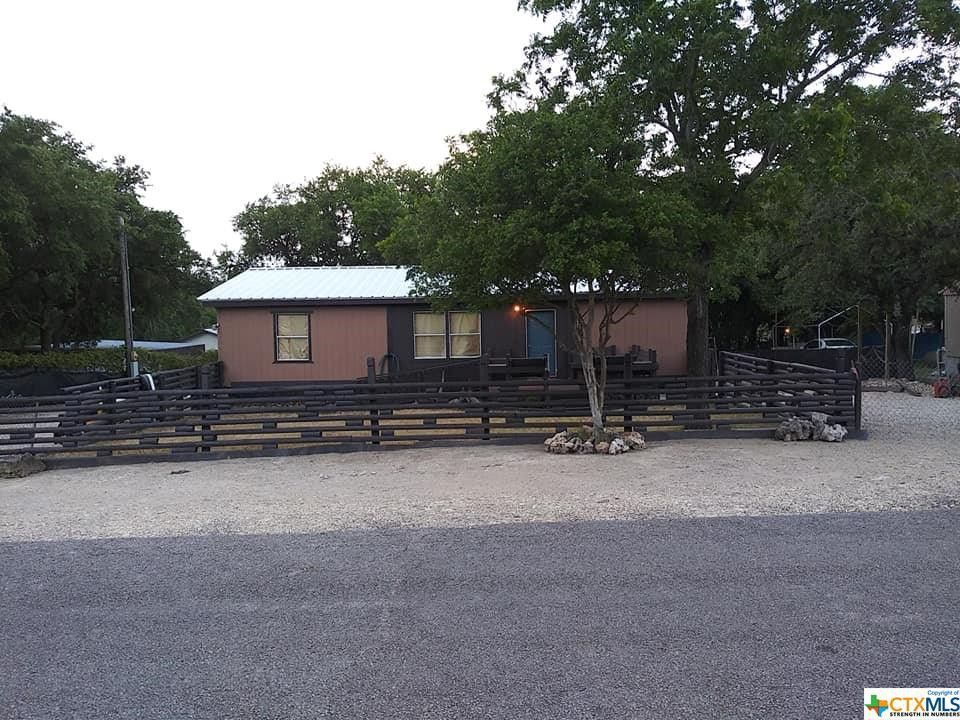 442 Buckhorn Dr Canyon Lake, TX 78133