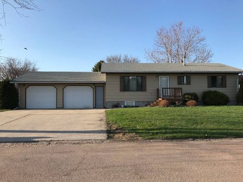 Photo of 207 Diane Ct, Milbank, SD 57252