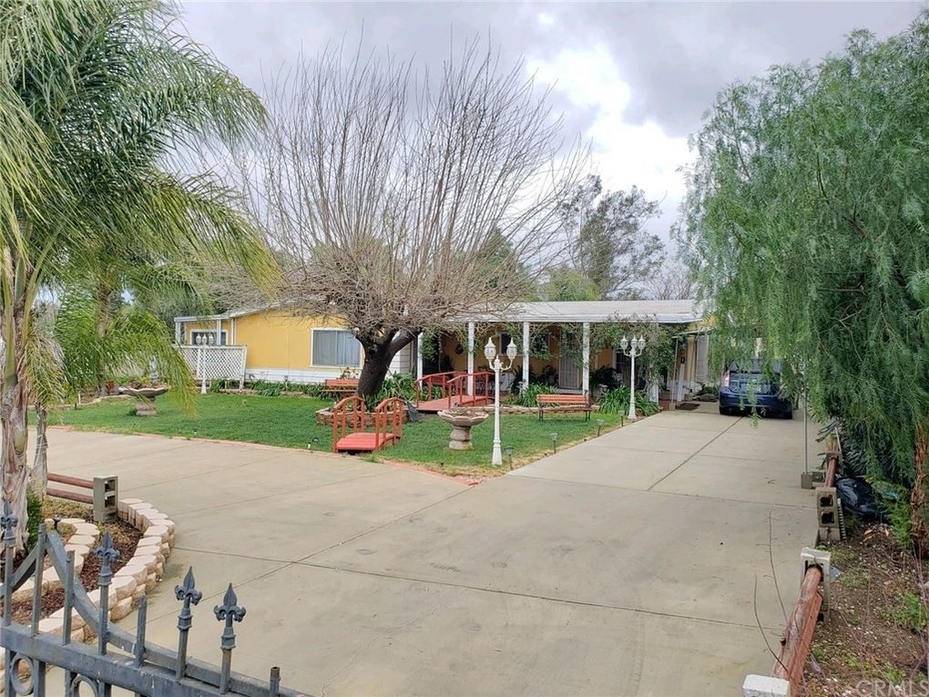 21697 High St Perris, CA 92570