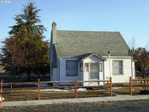 Photo of 815 3rd St, Haines, OR 97833