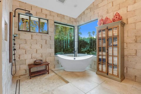 Enjoyable Guest House Homes For Sale In West Palm Beach Fl Realtor Com Download Free Architecture Designs Xoliawazosbritishbridgeorg