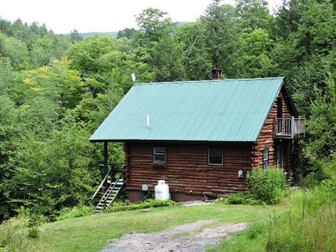 Photo of 505 Weaver Rd, Huntington, VT 05462