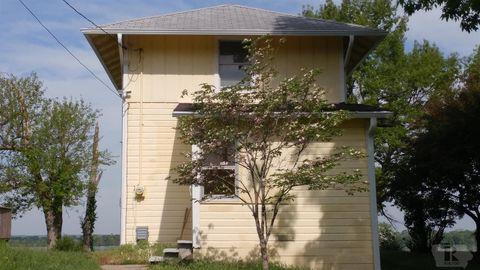 Photo of 712 N Front St, Oquawka, IL 61469
