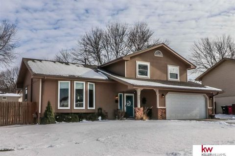 Photo of 307 Overland Trl, Papillion, NE 68046