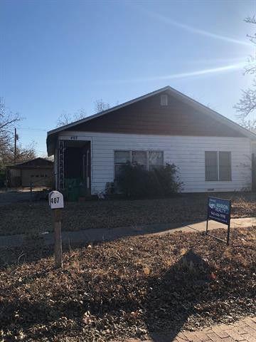 Photo of 407 W Hamilton St, Olney, TX 76374