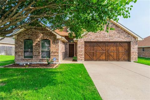 Photo of 385 Lockwood Ln, Weatherford, TX 76087