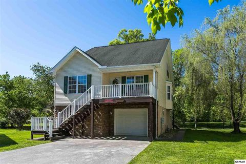 Photo of 812 Plantation Dr, Pigeon Forge, TN 37863
