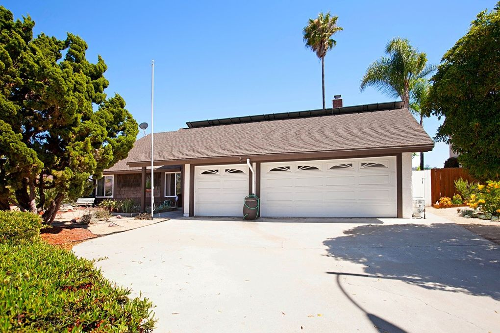10057 Canyontop St, Spring Valley, CA 91977