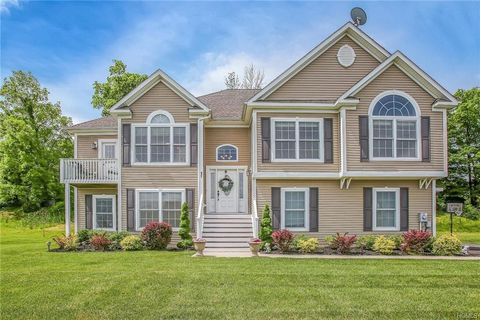 Photo of 17 Deangelis Dr, Monroe, NY 10950