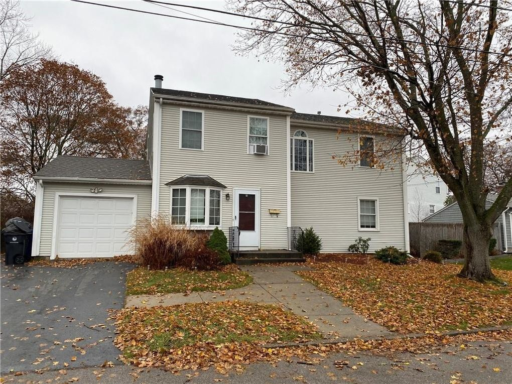 210 Pinecrest Dr Pawtucket, RI 02861