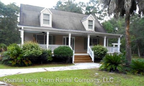 Photo of 815 Sams Point Rd, Beaufort, SC 29907