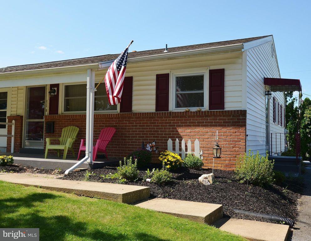 530 W Marion St, Lititz, PA 17543