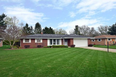Photo of 56744 Meadowood Dr, Elkhart, IN 46516